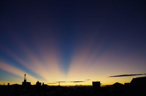 薄明光線 愛知県岡崎市 2011年9月22日 (木) 秋の早朝に見られた薄明光線... その時々